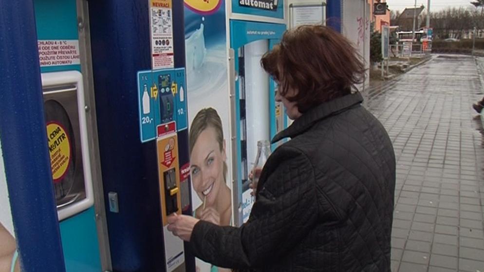 Brněnské mlékomaty prodají stovky litrů mléka denně