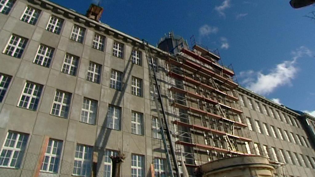 Budova obchodní akademie v Karlových Varech
