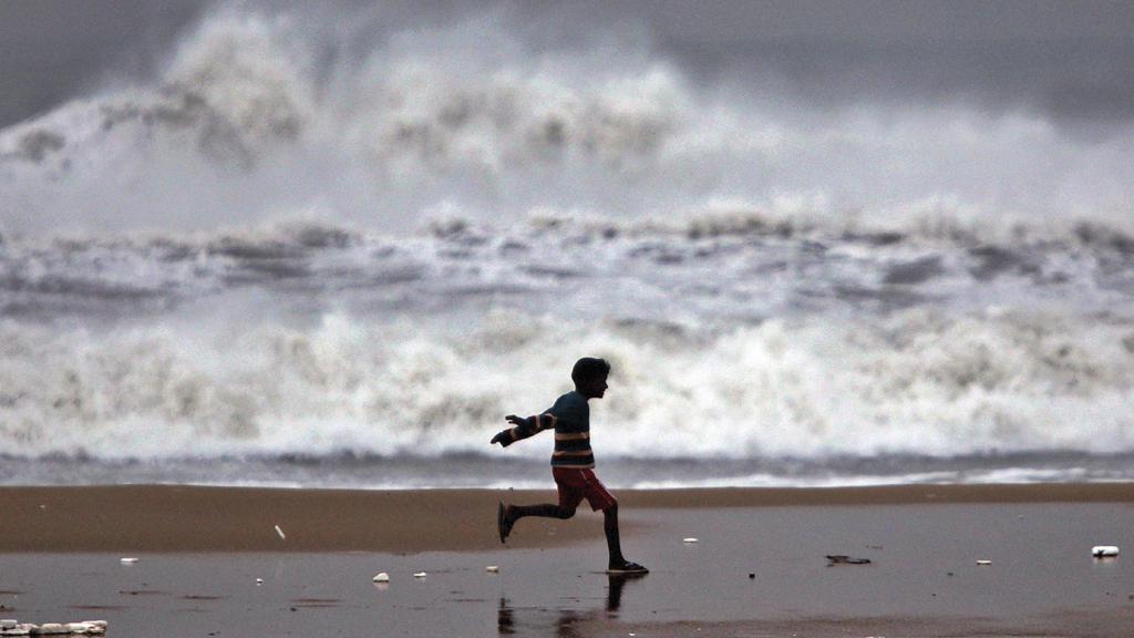 Cyklón Thane udeřil na pobřeží Indie
