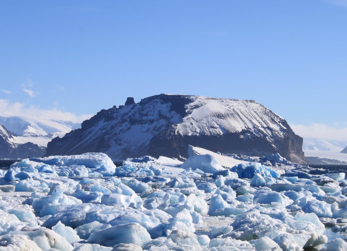 Hromadění ker a ledové tříště na průlivu prince Gustava