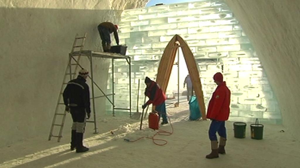 V Bavorsku mají kostel ze sněhu