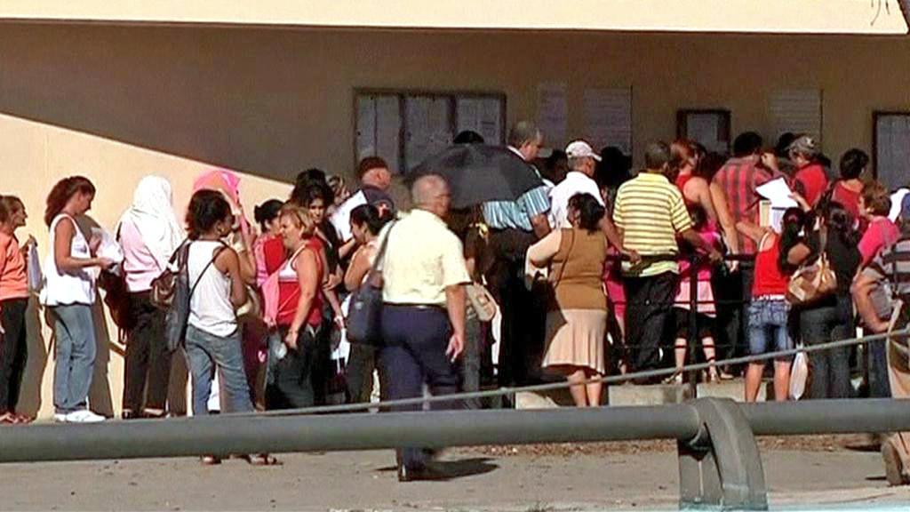 Fronta před španělským konzulátem v Havaně