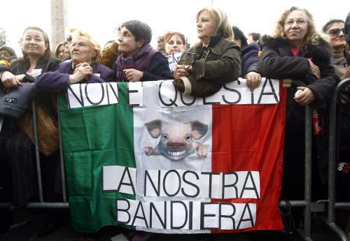 Italky demonstrují proti Berlusconimu