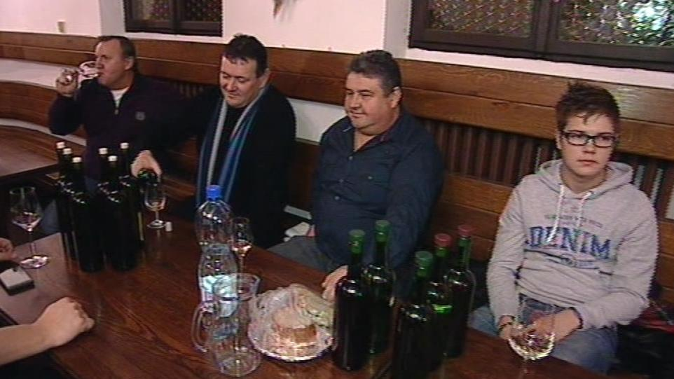Na slavnosti se scházejí místní vinaři