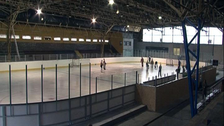 Stadion opět slouží hokejistům