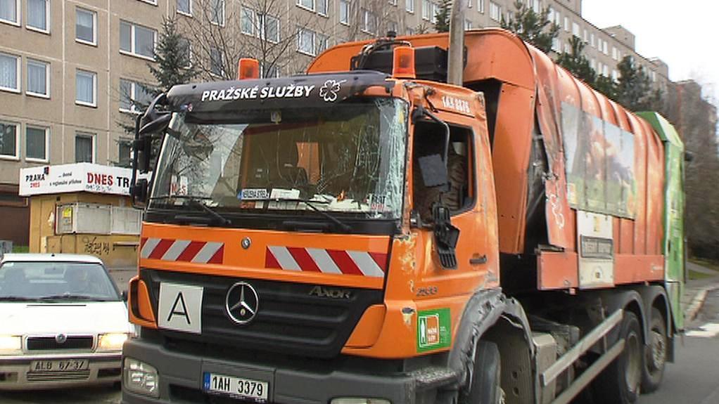 Havárie popelářského vozu v Praze