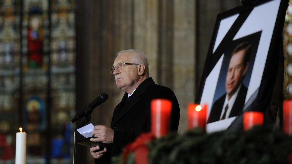 Václav Klaus při pohřební řeči