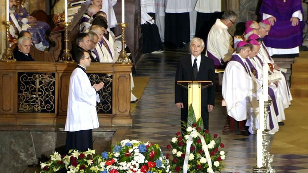 Josef Abrhám čte z Bible na pohřbu Václava Havla