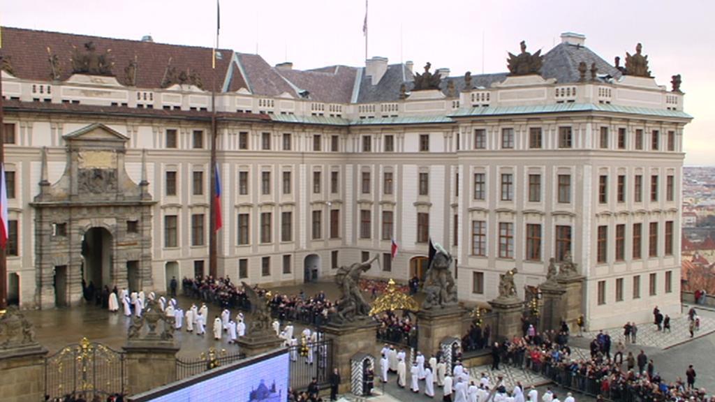 Liturgický průvod z Arcibiskupského paláce