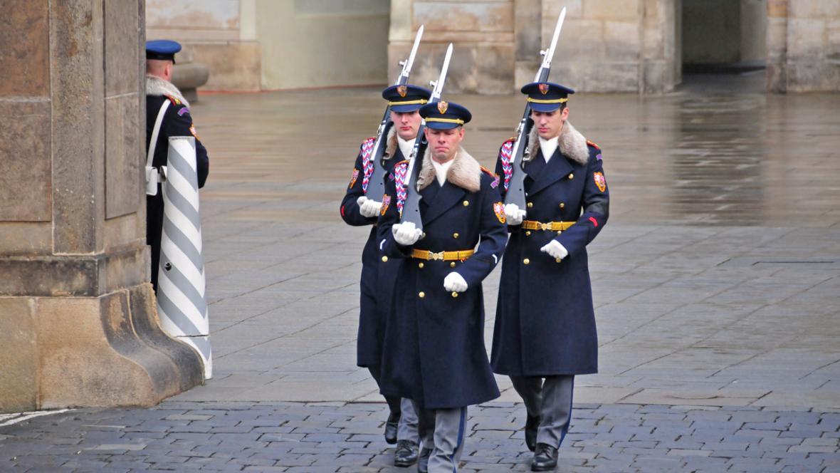 Příslušníci Hradní stráže