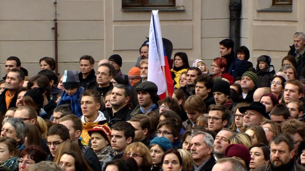 Lidé se scházejí na pohřeb Václava Havla