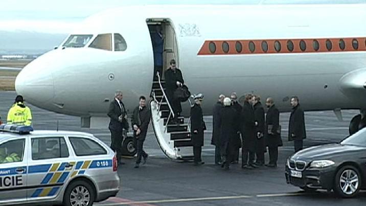 Přílet nizozemské delegace na pohřeb V. Havla