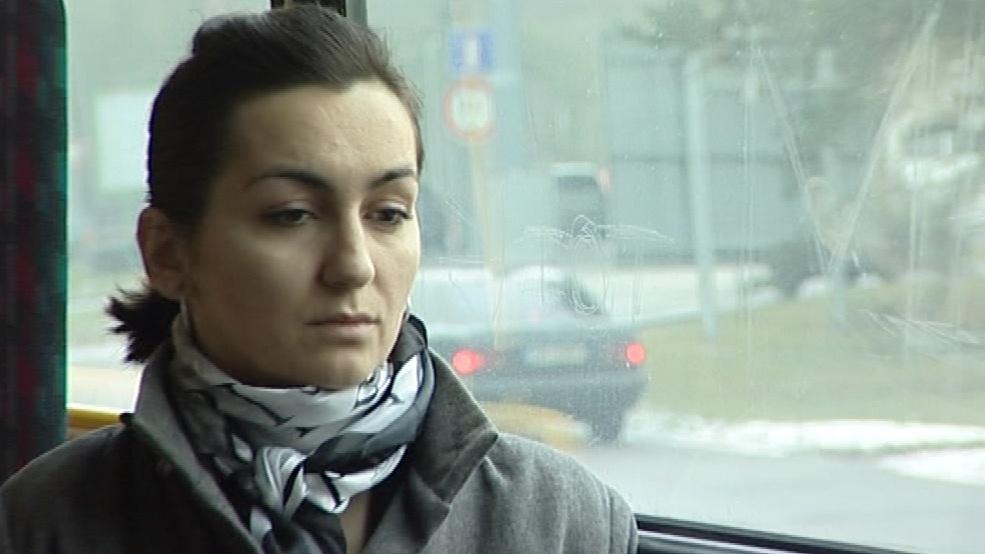 Minutu ticha drželi i někteří cestující a řidiči v MHD