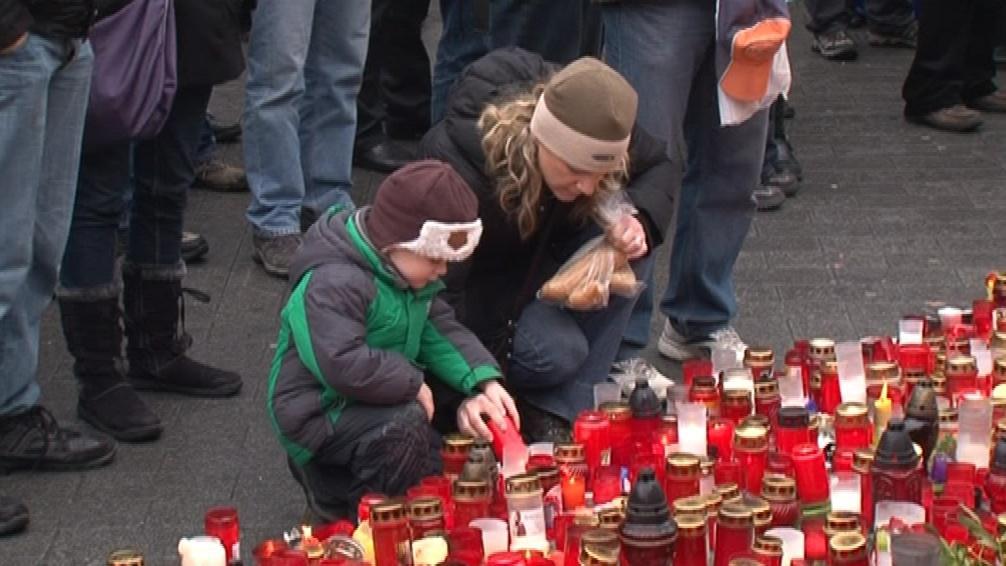 Lidé se přišli poklonit památce prezidenta Havla