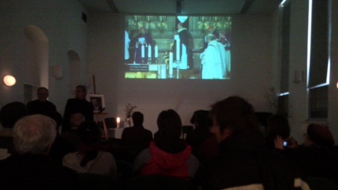 Přímý přenos z pohřbu sledovali lidé ve vyškovské knihovně