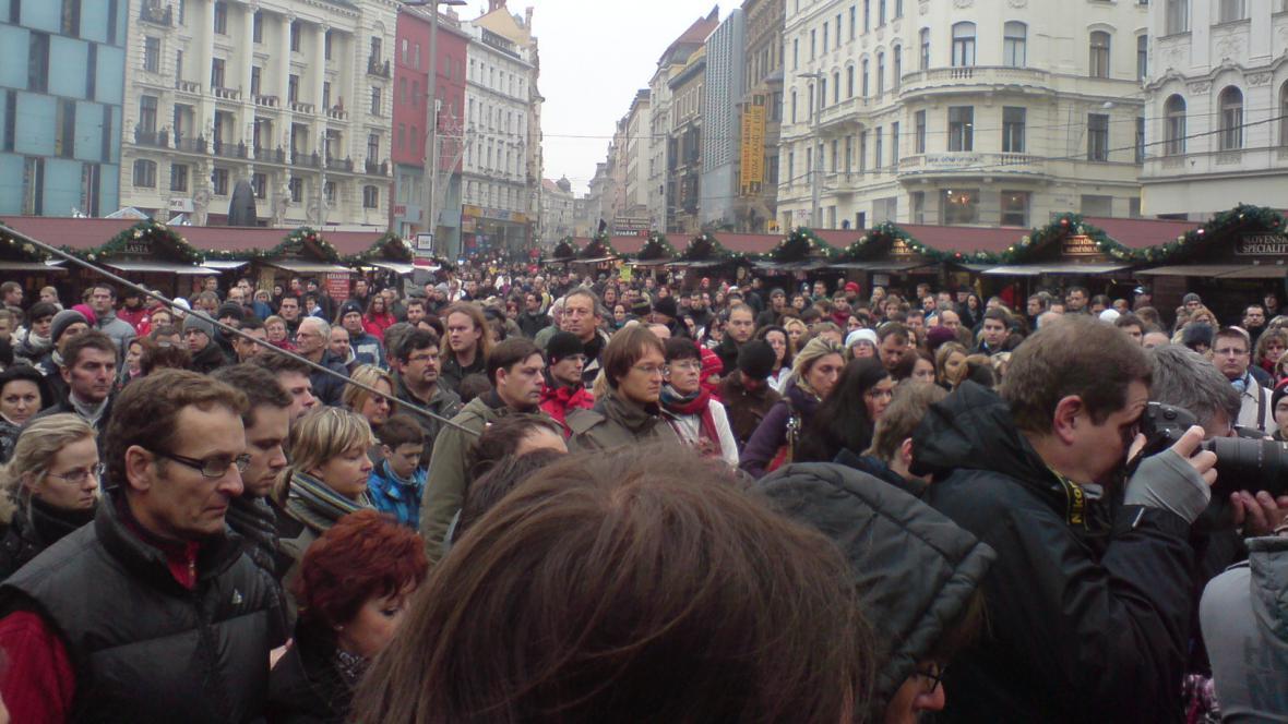 Minuta ticha v Brně na náměstí Svobody