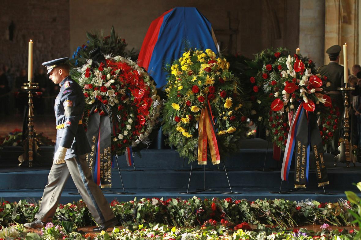 Rakev s ostatky Václava Havla ve Vladislavském sále