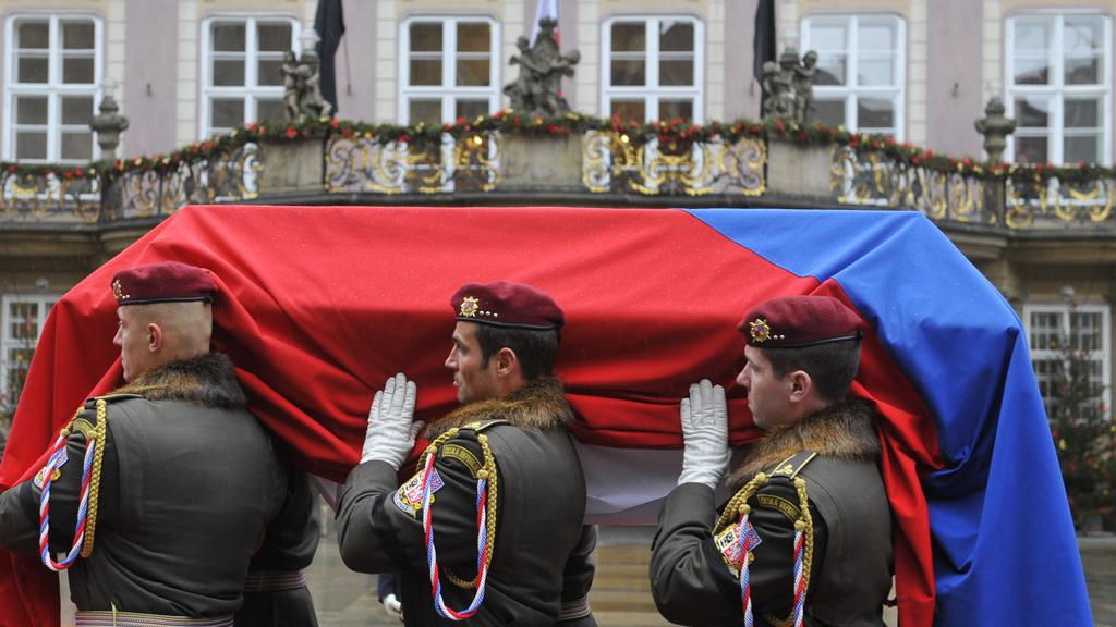Rakev s ostatky Václava Havla