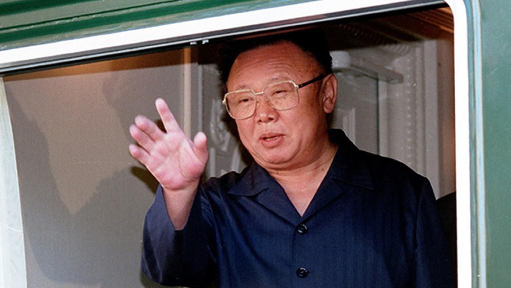 Kim Čong-il ve svém obrněném vlaku na návštěvě Ruska v roce 2002