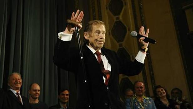 Václav Havel na premiéře filmu Odcházení