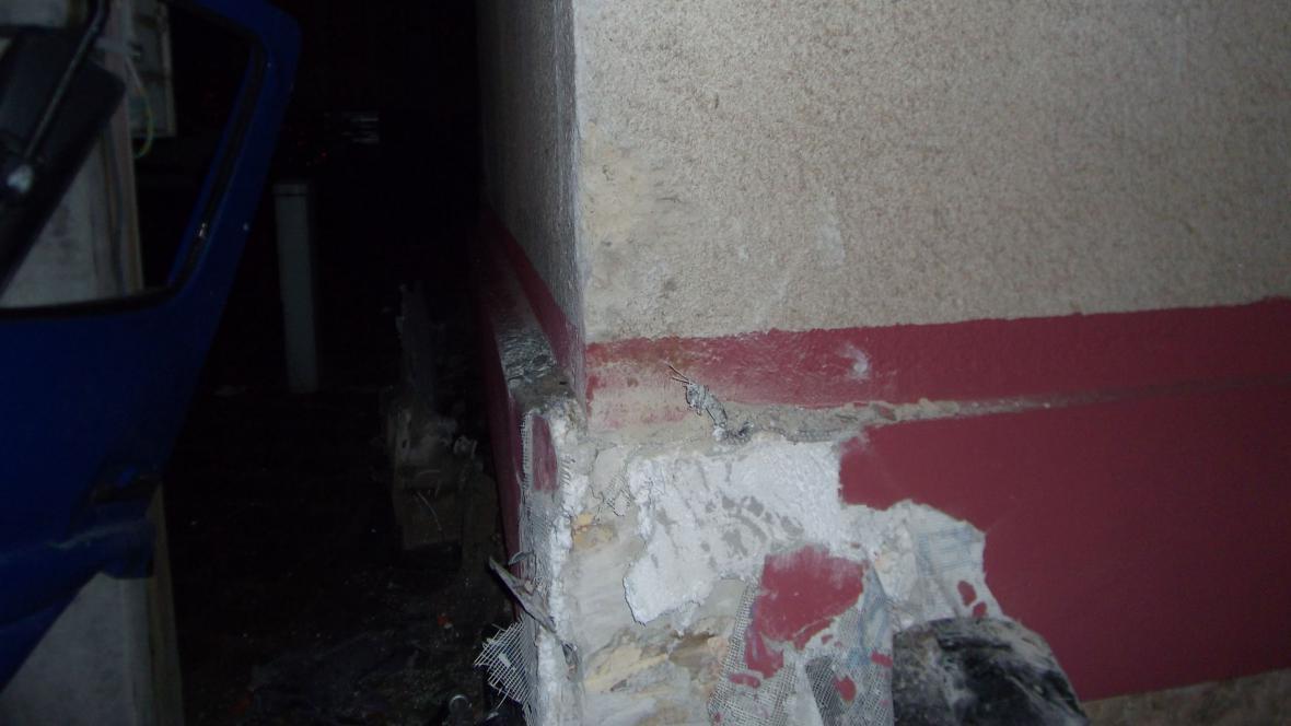 Poškozený roh domu