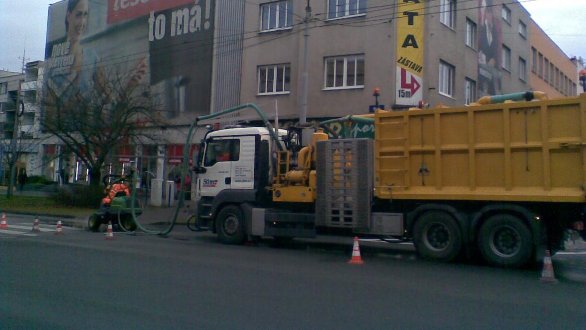 Dělníci začali odstraňovat přechod ve Zlíně