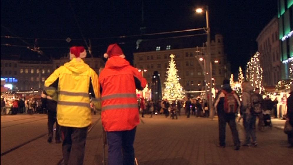 Závodníci s košíky projeli i přes náměstí Svobody
