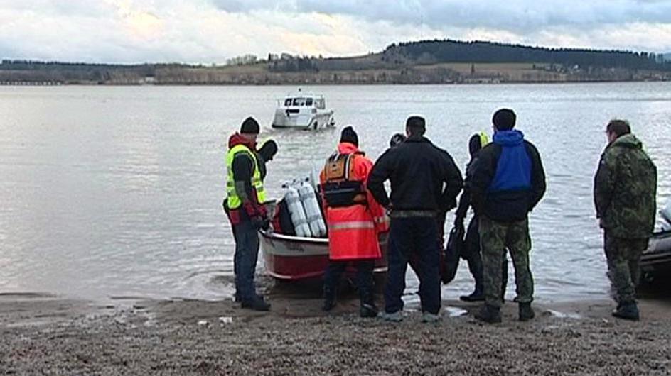 Záchranáři u přehrady Lipno