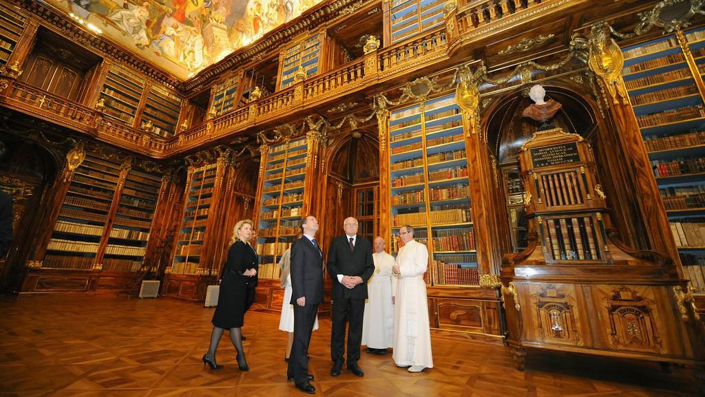Medvěděvovi a Václav Klaus ve Strahovském klášteře