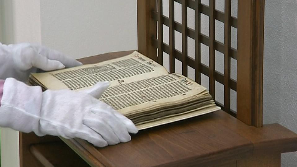 S biblí se musí pracovat v rukavičkách