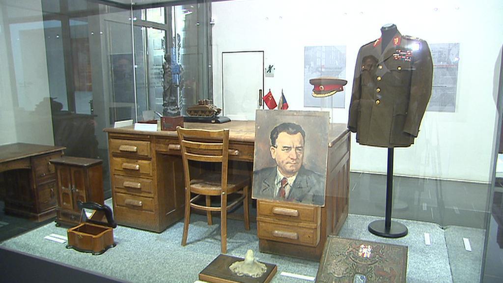 Z výstavy Rudá muzea
