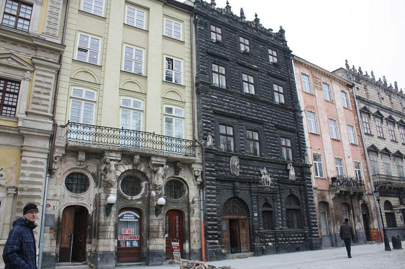 Rynok plný renesančních paláců