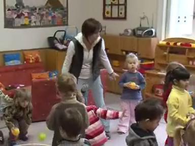 Kvůli poruše kotle tráví děti v Arnoldově vile většinu času pohybovými hrami