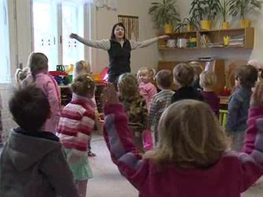 Pohyb děti v chladné budově školky zahřeje