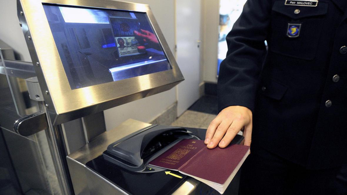 Samoobluslužná brána e-gate pro občany EU