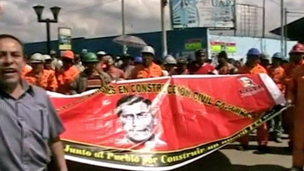 Peruánci protestují proti budování dolu Conga
