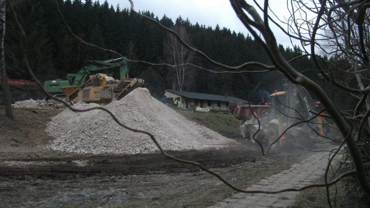 Demolice v bývalém rekreačním areálu Žalov