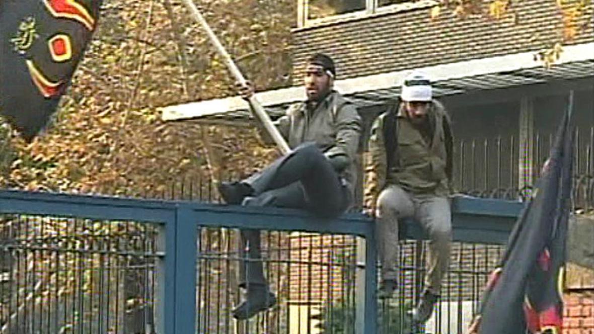 Íránci zaútočili na britskou ambasádu