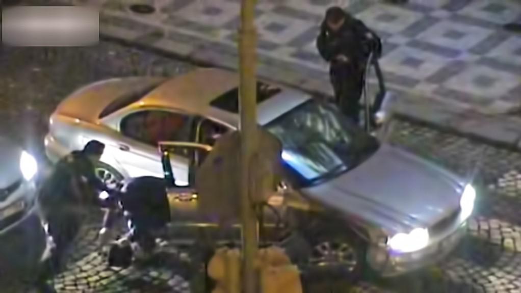 Policejní záběry honičky se zlodějem jaguáru