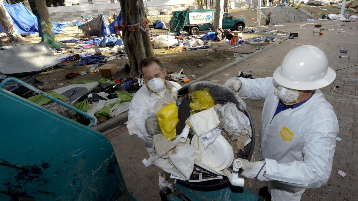 Po demonstrantech zbyly v Los Angeles tuny odpadků