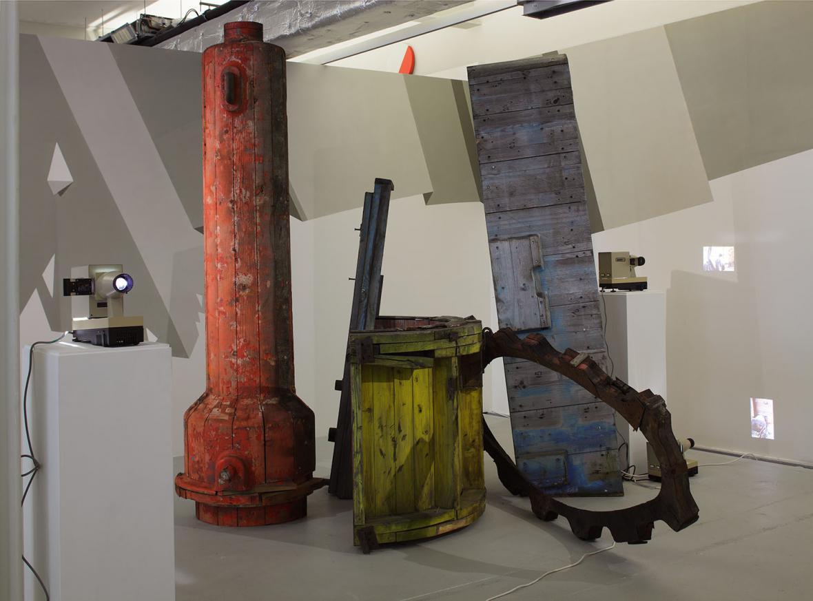 Instalace V. Artamonova a A. Klyuykova v DOX