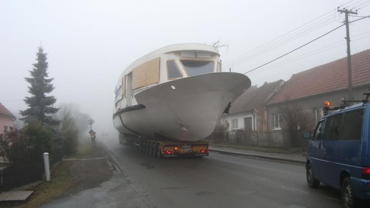 Kvůli lodím se musela zastavovat doprava