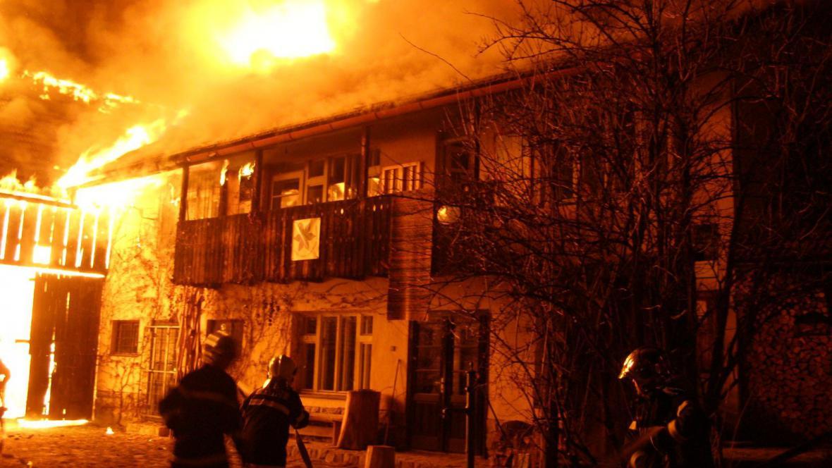 Požár hospodářských budov ve Valašských Kloboukách