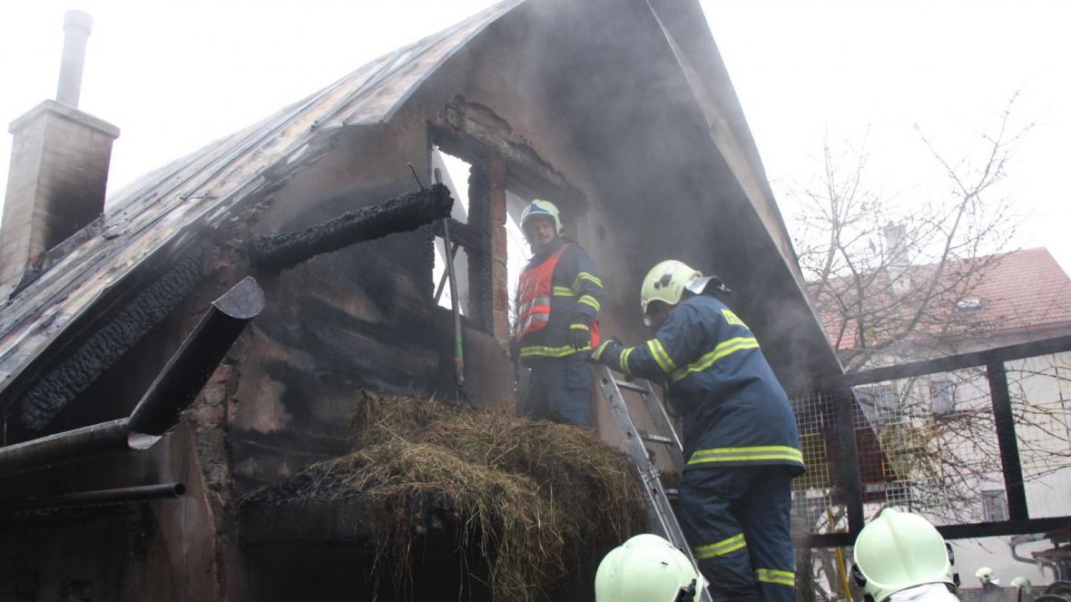 Hasiči likvidovali požár i během dne