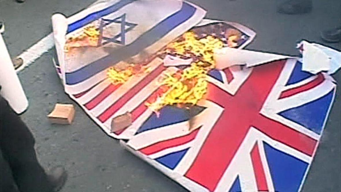 Íránci pálili vlajky