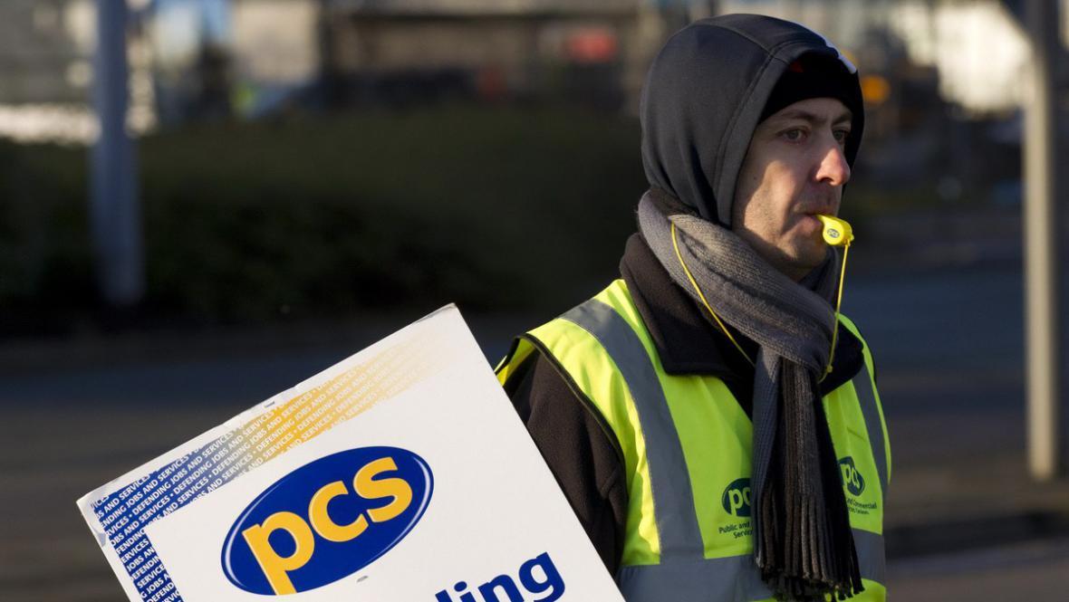 Stávkující zaměstnanec v Británii