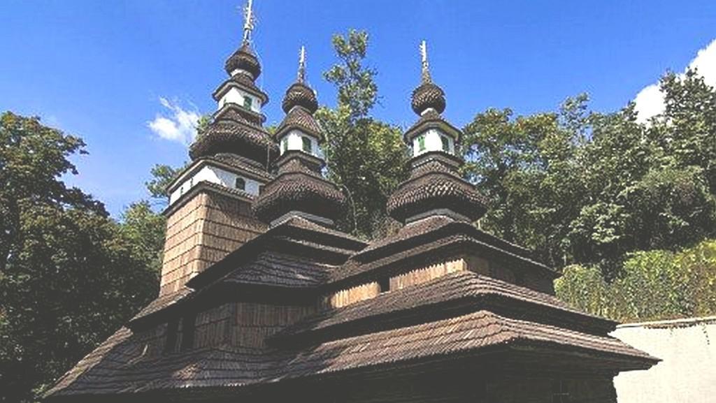 Dřevěný kostelík sv. Michala v Kinského zahradě