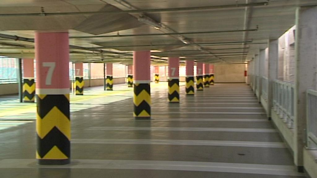 Prázdný parkovací dům