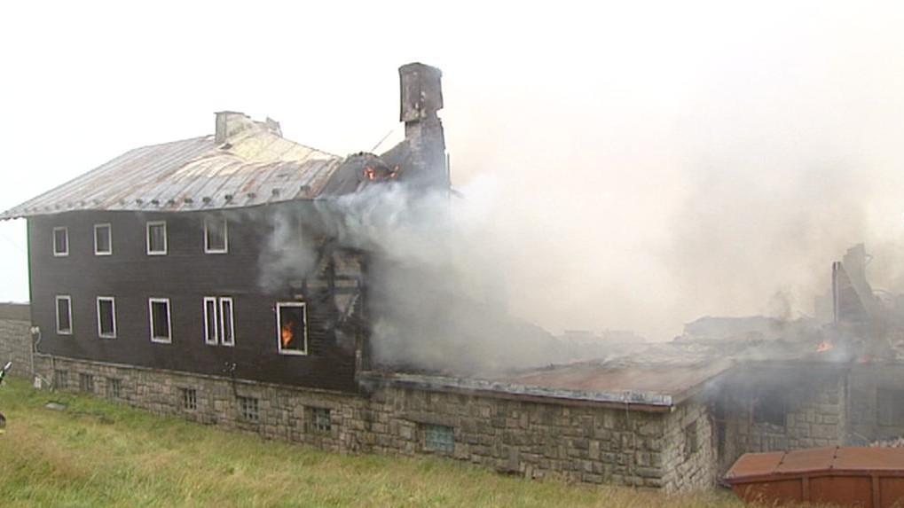 Petrova bouda při zásahu hasičů