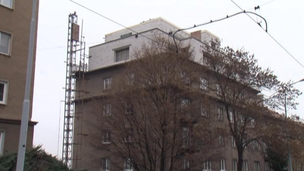 Nadstavba na domě v Merhautově ulici